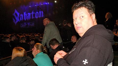 Tolkki dostal VIP lístky.