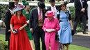 Princezny Beatrice (v modrých šatech) a Eugenie by měly nahradit Harryho a...