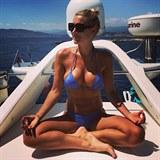 Hedvika Kollerová se ráda sluní na jachtě.