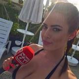 Tereza Hromadová jako sexy reportérka.
