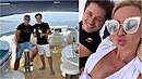 Miliardář Richard Chlad paří na jachtě s vydavatelem Maximu. Společnost jim...