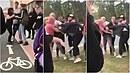V Plzni se servaly dívky před tamní školou. Do rvačky se zapojil i otec jedné...
