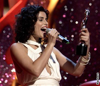 Brit Awards '07 - Nelly Furtado