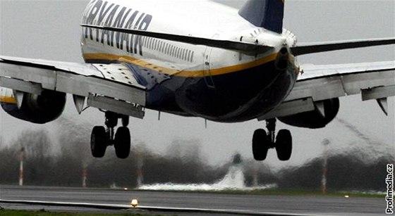 d5c953fe45c4b Letadlo Ryanair opět muselo na zem, tentokrát v Itálii - iDNES.cz