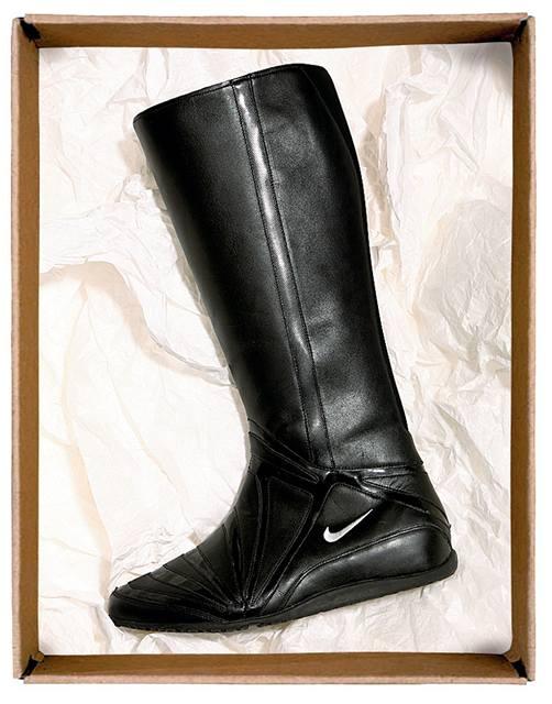 ea3872d1b2f Vyberte si boty na zimu - Sportovní kozačky  Černé s proužky kůže