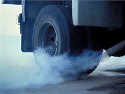 Výfuk, kouř, emise, nafta