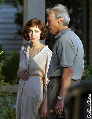 Natáčení filmu The Changeling - Angelina Jolie a Clint Eastwood
