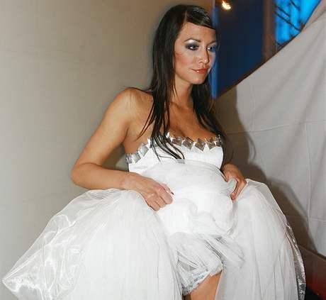 0297f7c1a6c Svatební šaty roku 2007 - Agáta Hanychová měla i sexy svatební kalhotky