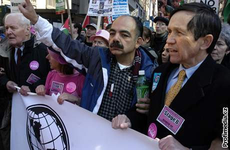 Denis Kucinich - demonstrace