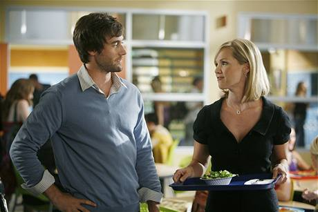 Seriál 90210 - Ryan Eggold a Jennie Garth