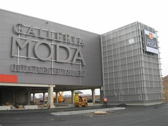 Outletové nákupní centrum Galleria Moda poblíž ruzyňského letiště zeje  prázdnotou. Jeho otevření se odkládá od b1503934c9