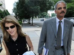 Eric Holder s Caroline Kennedyovou