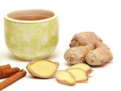 Do zázvorového čaje můžete pro chuť přidat i skořici