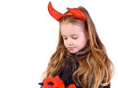 7cbe4e69369 Pořídíte-li dětem andělský nebo čertovský kostým