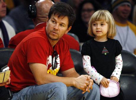 LA Lakers - Boston; herec Mark Wahlberg