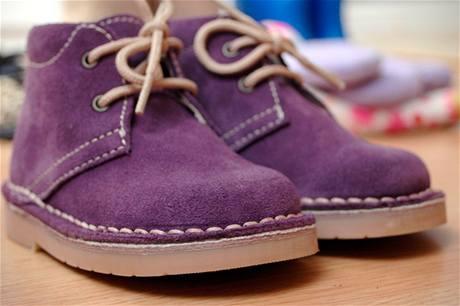 9655188a67b1 Nové kotníčkové semišové boty fialové barvy