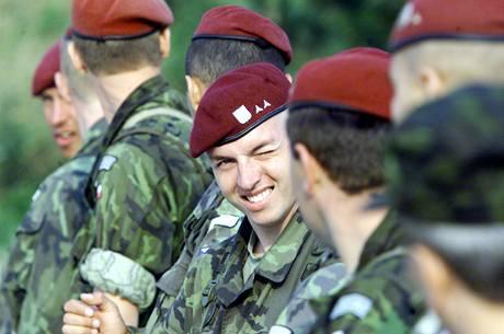 Vojáci fasují výstroj každý rok fbddebb695