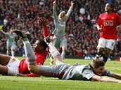 Manchester United - Liverpool: Evra (vlevo) a Gerrard