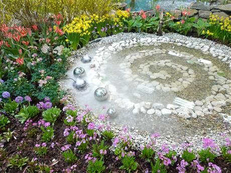 Na Zahradě Vsaďte Na Jezírko Nebo Koupací Rybník Inspirace