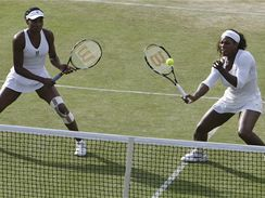 Venus (vlevo) a Serena Williamsovy
