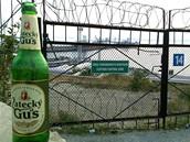 foto: Tomáš Poláček, MF DNES - České pivo tu je velmi oblíbené. Dokonce i značky, které neznám. Foceno u přístavu v Novorossijsku