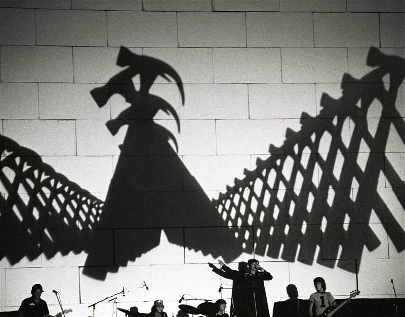 Resultado de imagen de roger waters the wall 2010