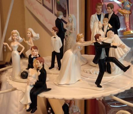 Trendy pro letošní svatby  bez závoje as fialovou kyticí b5a50672fa
