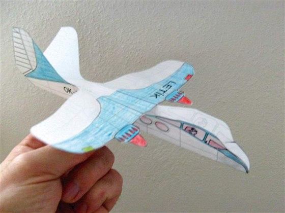 Výsledek obrázku pro lety papírových letadélek