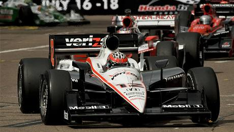 Will Power (Penske) vede závod série IndyCar v St. Petersburgu.