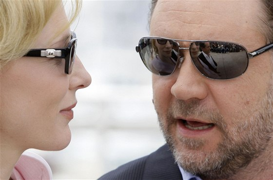 Cannes 2010 - herci Cate Blanchettová a Russell Crowe