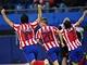 Sergio Agüero, Simao a Diego Forlán z Atlétika Madrid se radují z gólu ve finále Evropské lgy