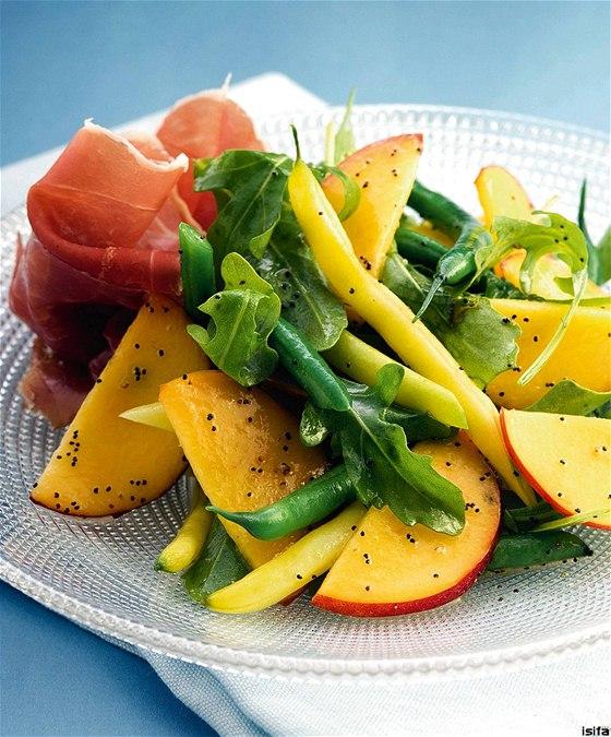 9de4574606a Dopřejte si vitamíny. Ochutnejte svěží letní saláty třeba s ...