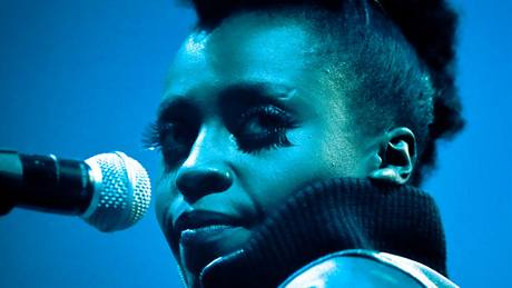 Morcheeba koncertovala 6. 7. 2010 na Rock For People (zpěvačka Skye Edwards)