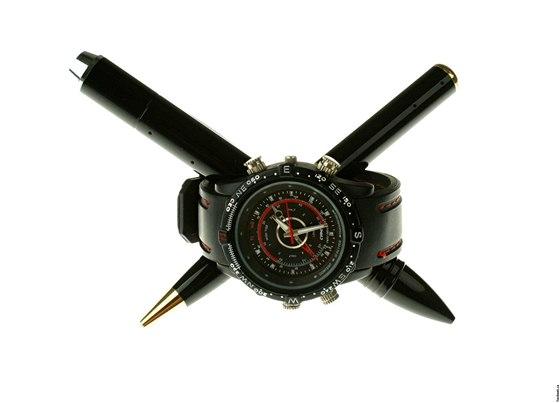 Test  špionem za 3 tisíce s hodinkami a propiskou se skrytou kamerou ... b626b108123