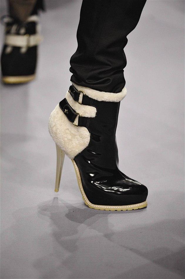 b47b369267c5 Trendy zimní boty  kotníkové na platformě