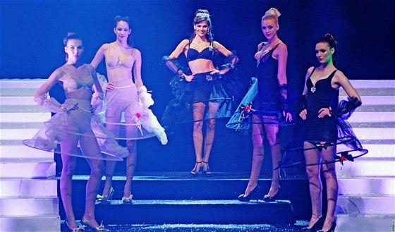 Andrea Verešová - přehlídka nové kolekce spodního prádla Shape Sensation  značky Triumph 97b61ecacf