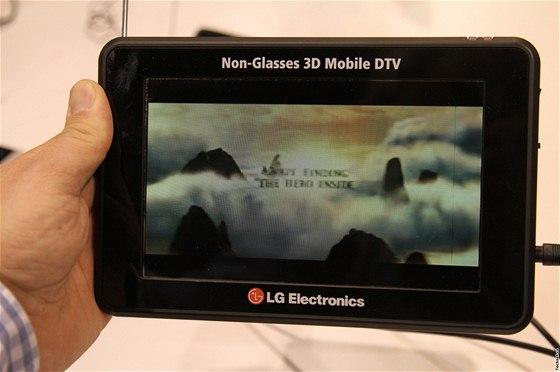 24d18e613 CES 2011 - LG představilo světově první přenosnou televizi Mobile DTV