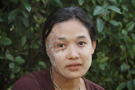 Mladá Barmánka na Nargis asi nikdy nezapomene 0483a31049