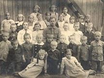 Česká škola v Selenčině (1914).