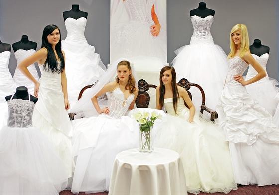 85431eb5d1e Svatební trendy  šaty ve stylu mořské panny