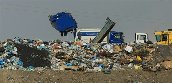 Skládka odpadu v Žabčicích.