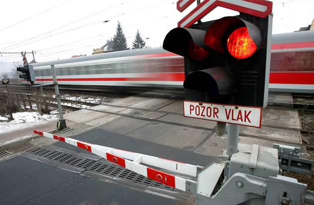 Železničáři zruší stovky přejezdů, řidiči se musí připravit na zajížďky