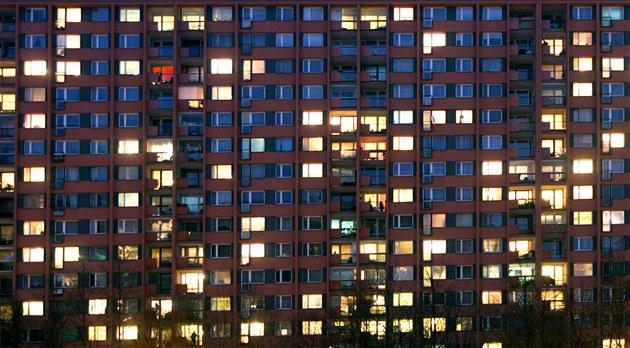 V Ostravě spadl muž z jedenáctého patra výškové budovy, byl na místě mrtvý