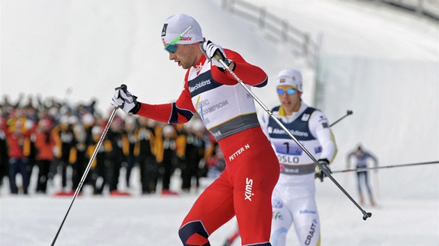 Nor  Petter Northug v cíli štafety.