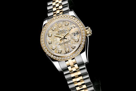 Luxusní hodinky chebskému zloději neseděly. Policistům bylo hned jasné 307fed3d14c
