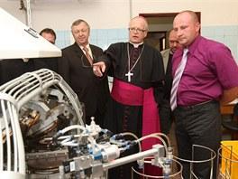 Slavnostní zahájení výroby v rozšířeném provozu společnosti Unita, s. r. o. v Bílé Vodě. Přítomen byl i biskup ostravsko-opavské diecéze František Lobkowicz, který provozovně na začátku slavnosti požehnal.