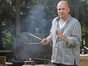 Maso na grilu zásadně obracejte kleštěmi, nepoužívejte vidličku. Štáva by vytekla.