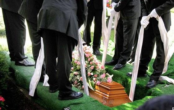 7545a5950 Žena se vzbudila na vlastním pohřbu, ze šoku dostala infarkt a ...