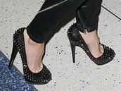 20e5a8364c2 Těhotná Beckhamová nosila vysoké boty i v osmém měsíci. Victoria Beckhamová  si potrpí na luxusní boty na co nejvyšším podpatku.
