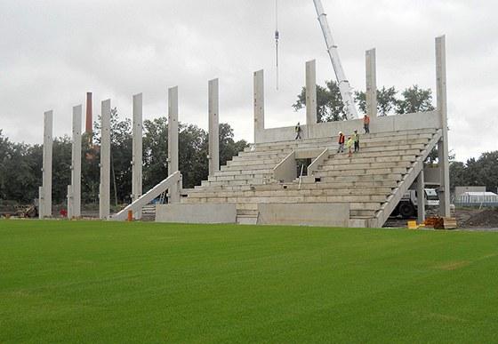c5b622a221b Stavba nových tribun na stadionu ve Štruncových sadech v Plzni
